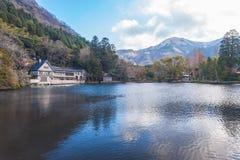 Озеро Kinrinko в городке Oita Yufuin, Японии Стоковое Изображение RF