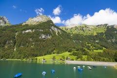 Озеро Klontalersee гор Кантон Glarus r стоковые фото