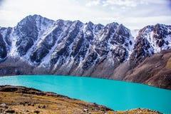 Озеро Kol алы - природа Kirgiz Стоковые Изображения
