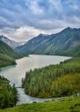 Озеро Kucherlinskoe гор сверху, Алтай, Россия Стоковые Фотографии RF