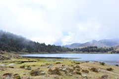 Озеро Laguna de Mucubaji в Мериде, Венесуэле стоковая фотография rf