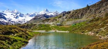 Озеро Leisee, Sunnegga, рай Rothorn, одно из назначения озер верхней части 5 вокруг пика Маттерхорна в Zermatt, Швейцария, Европа Стоковое Изображение RF