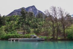 Озеро Lillooet на ноге горы стоковое фото rf