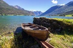 Озеро Lovatnet в Норвегии в Европе Стоковое фото RF