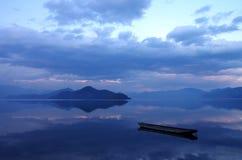 Озеро Lugu, Юньнань, Китай иллюстрация штока