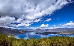 Озеро Lugu Стоковые Изображения