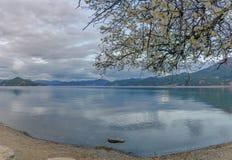 Озеро Lugu стоковое фото rf