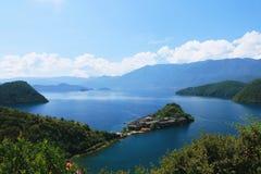 Озеро Lugu, Lijiang, Юньнань, Китай стоковая фотография