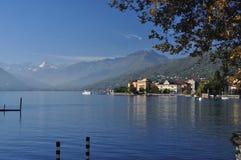 Озеро Maggiore, Италия: Городок берега озера Verbania Pallanza Стоковое фото RF