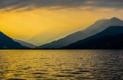 Озеро Maggiore на заходе солнца Стоковые Изображения RF