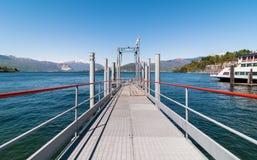 Озеро Maggiore, пристань шлюпки Laveno, Италии Стоковая Фотография RF