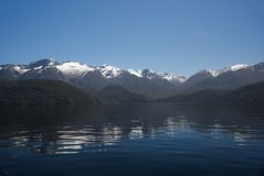 Озеро Manapouri Новая Зеландия b стоковое фото rf