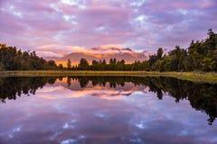 Озеро Matheson, Новая Зеландия стоковое фото rf