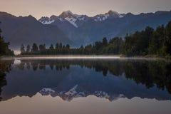 Озеро Matheson, Новая Зеландия стоковая фотография rf