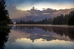 Озеро Matheson Размещайте около ледника Fox стоковые фотографии rf