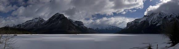 Озеро Minnewanka Стоковые Изображения