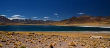 Озеро Miscanti или Laguna Miscanti Национальный заповедник фламенко Лос Область Антофагасты Чили Стоковые Фотографии RF
