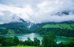 Озеро Montsalvens на Prealps в кантоне Fribourg Швейцарии района грюйера Стоковые Изображения RF