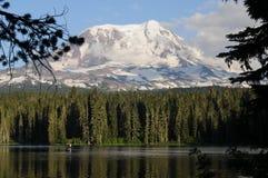 Озеро Mt Adams Takhlakh стоковое фото rf