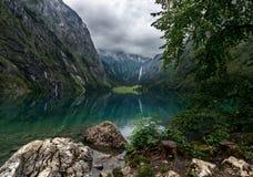 Озеро Obersee и водопад Rothbach - Альпы - Германия Стоковая Фотография RF