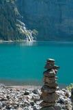 Озеро Oeschinensee в Швейцарии Стоковое Фото