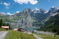 Озеро Oeschinensee в Швейцарии Стоковое Изображение
