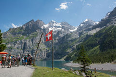 Озеро Oeschinensee в Швейцарии Стоковая Фотография RF