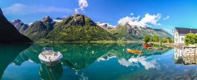 Озеро Oppstrynsvatnet в Норвегии Стоковые Изображения RF