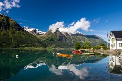 Озеро Oppstrynsvatnet в Норвегии Стоковое фото RF