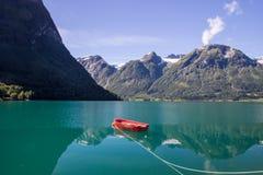 Озеро Oppstrynsvatnet в Норвегии Стоковое Изображение