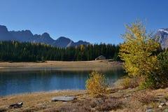 Озеро Palu в осени - ландшафте Valmalenco, Valtellina, Италии Стоковое фото RF