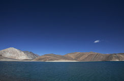 Озеро Pangong большой возвышенности в ladakh Стоковые Изображения RF