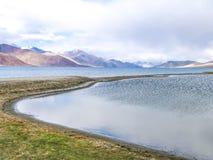 Озеро Pangong или Tso Pangong, Ladakh, Индия стоковые изображения rf