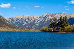 Озеро Pearson/охраняемая природная территория Moana Rua расположенная в Craigieburn Forest Park в области Кентербери, южном остро Стоковая Фотография RF