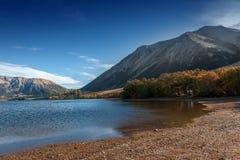 Озеро Pearson/охраняемая природная территория Moana Rua расположенная в Craigieburn Forest Park в области Кентербери, южном остро Стоковые Изображения RF