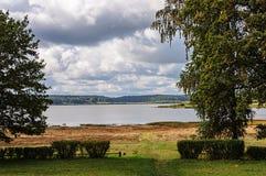 Озеро Petrovskoye (Kuchane) в Pushkinskiye окровавленном Стоковое Изображение