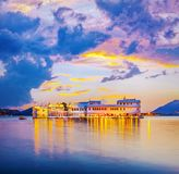 Озеро Pichola и дворец озера Taj, Udaipur, Раджастхан, Индия стоковые изображения rf