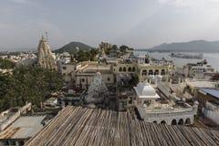 Озеро Pichola с взглядом дворца города в Udaipur, Раджастхане, Индии Стоковое Изображение
