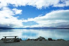 Озеро Pukaki смотря к кашевару держателя Aoraki Стоковое Изображение RF
