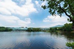 Озеро Qian в ботаническом саде в лете Стоковое Изображение