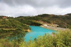 Озеро Qicaihu показывая странные и красивые цвета Стоковое фото RF