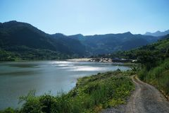 Озеро Reflecion в утре лета Стоковое Изображение RF