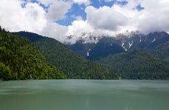 Озеро Ritsa гор, абхазия Стоковая Фотография