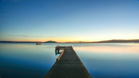 Озеро Rotorua Новая Зеландия на долгой выдержке am 5:30 стоковые фотографии rf