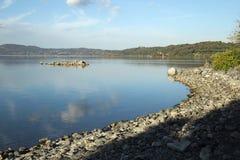 Озеро ` s Bracciano, взгляд от Anguillara Sabazia Стоковое Фото