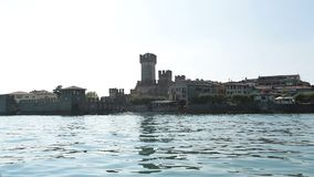 Озеро Sirmioni Итали Garda сток-видео