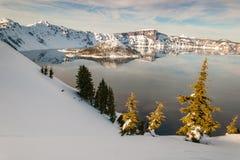 Озеро Snowy в зиме Стоковые Изображения