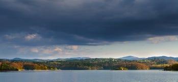 Озеро Solina Poland& x27; озеро s самое большое искусственное в Bieszcz стоковые изображения rf