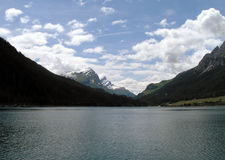 Озеро Sufers между горами, Швейцария Стоковые Фото