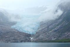 Озеро Svartisvatnet и взгляд к леднику Svartisen (Норвегия) Стоковая Фотография